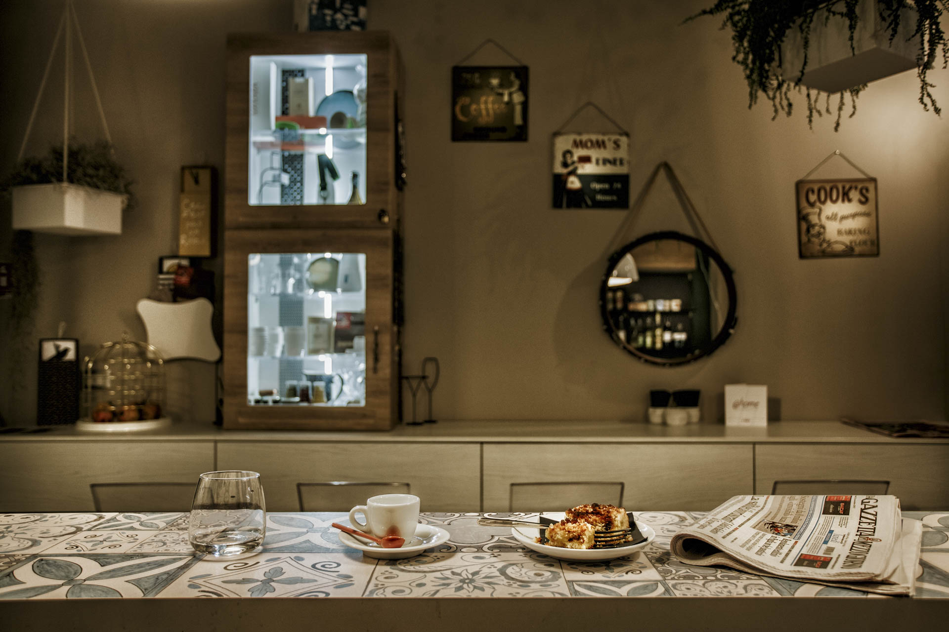 Benvenuti a casa, Michele Abriola, CatchingA Moment Photography @home – è la costruzione di un'idea di accoglienza e condivisione.