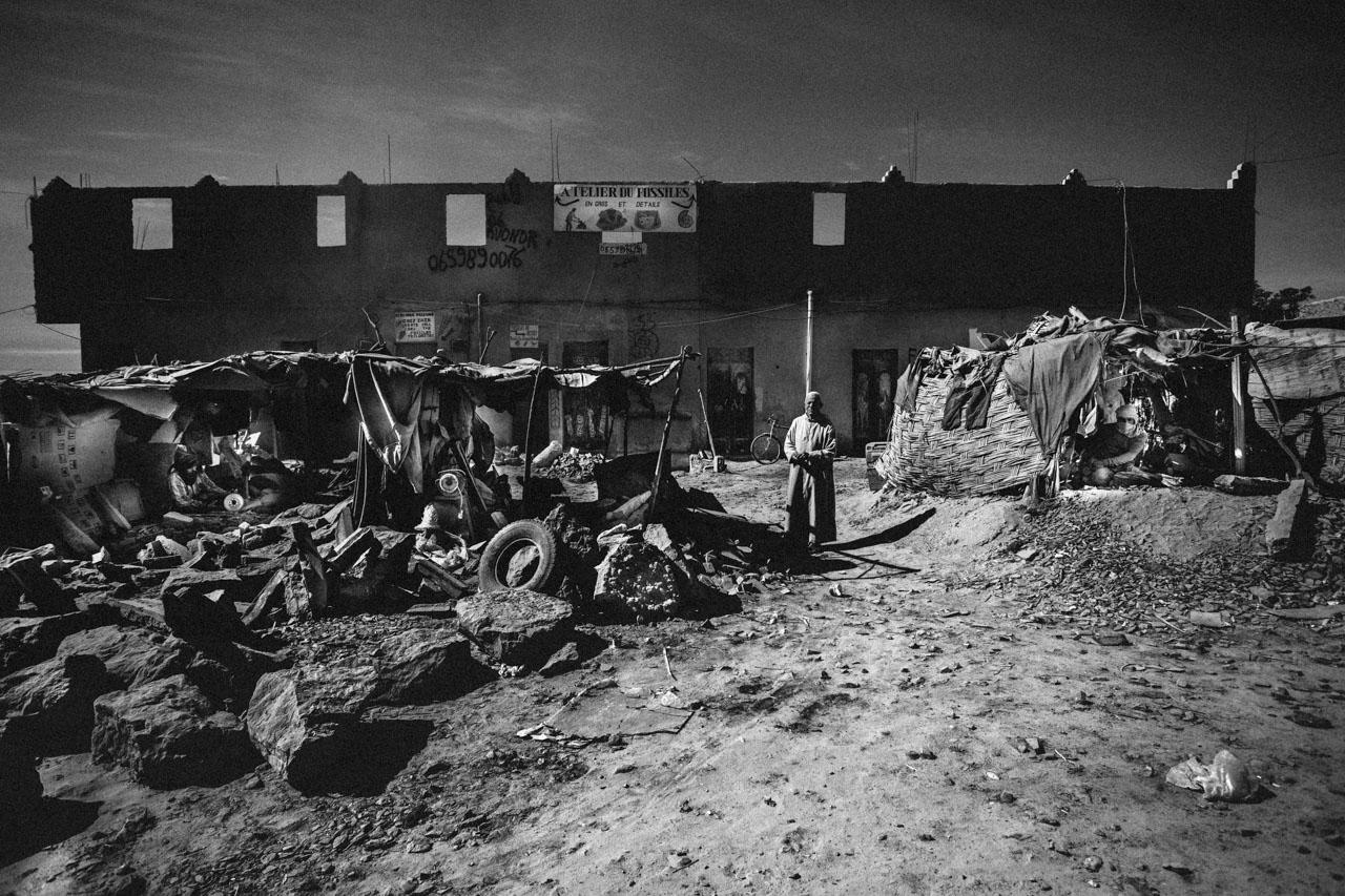 I lavoratori di fossili di Erfoud spesso lavorano in condizioni di fortuna ignorando le regole più elementari di sicurezza sul lavoro.