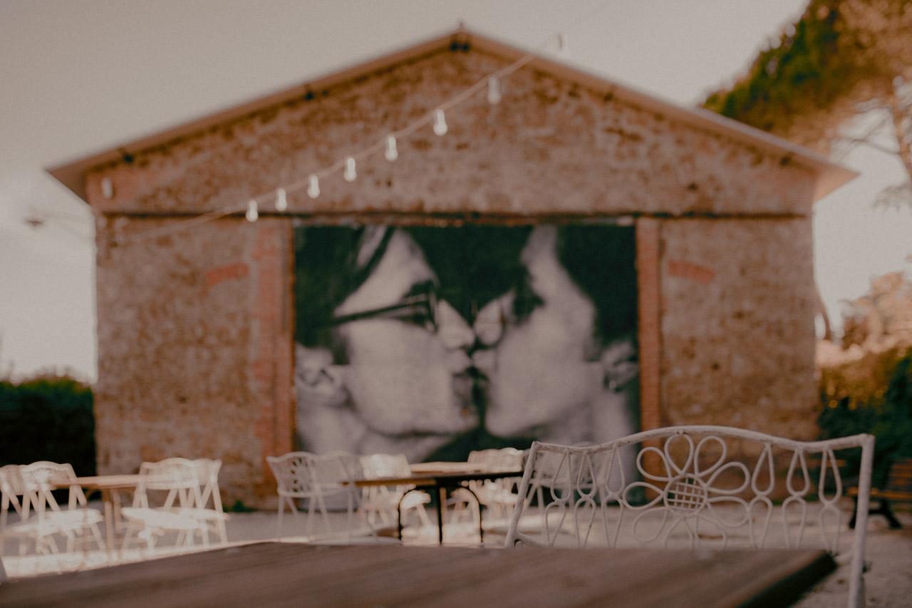 Il wedding rehearsal dinner è diventata a tutti gli effetti una vera e propria festa a sé stante, spesso organizzata direttamente dalla coppia.